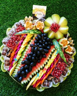 מגש פירות מעוצב + פרליני שוקולד