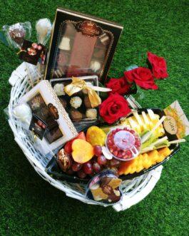 סלסת פינוקים- פרליני שוקולד וסירת פירות