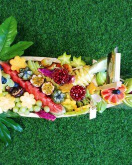 """סירת פירות עץ ענקית מלאה בפירות 70 ס""""מ"""